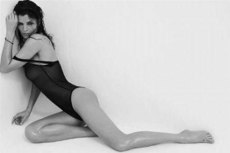 Helena Christensen üstsüz yakalandı - 17
